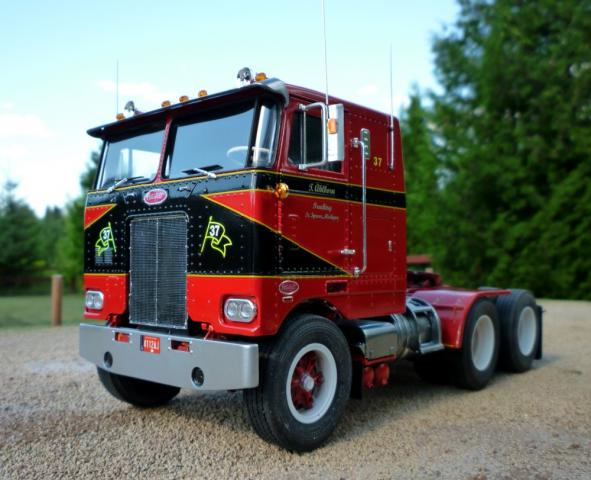 Michigan_Special_Peterbilt_352_080712.jpg